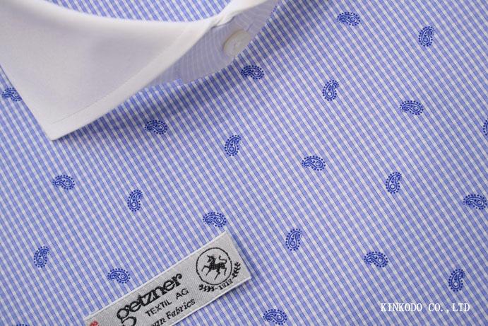 チェックONペイズリー柄のシャツ。