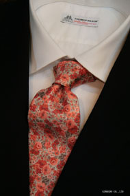 オレンジ色のフラワープリントのネクタイ イタリア老舗ネクタイメーカーALBENIアルベニ社製