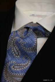 ブルーの大柄ペイズリーのプリントネクタイ イタリア老舗ネクタイメーカーALBENIアルベニ社製