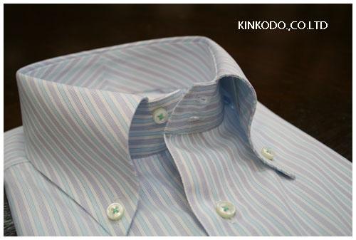 ブルーのシャツの側面