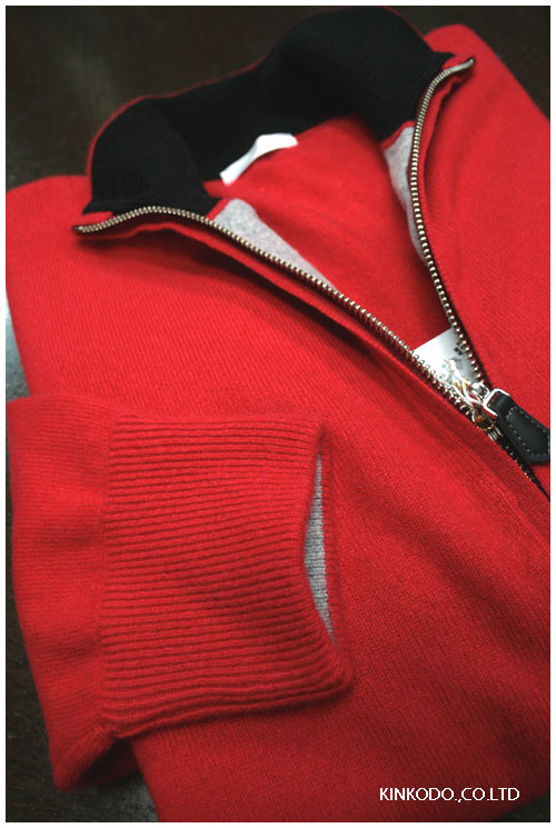 赤のカシミヤセーター